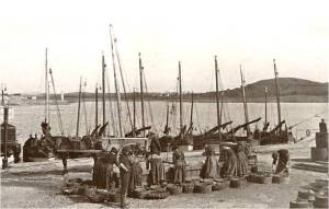 Herring processing, Ardgladd, Ireland 1920s. Source: www.banffshiremaritime.org.uk