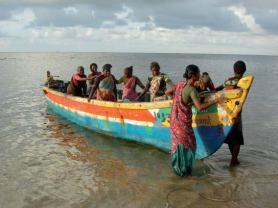 Seaweed collectors of Bharathi Nagar village in the Gulf of Mannar, Ramanathapuram district, Tamil Nadu, India. Photo: Shilpi Sharma, ICSF.
