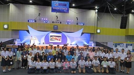 Youth artists, teachers and judges, after the Youth and Fish Painting Competition, 4 August, BiTEC, Bangkok. Photo: Conference organizers